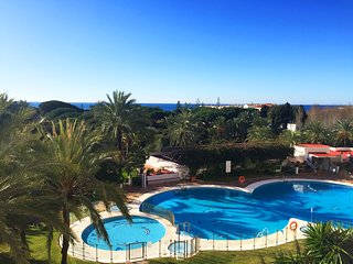 Marbella Studio with Sea View, Beach 200m, Shops, Bus stop, Niiki Beach