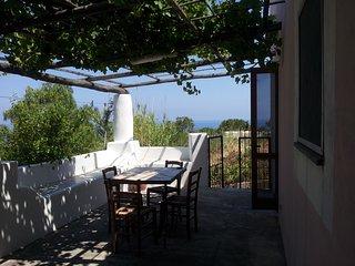 Casa Rosa A - ottima per famiglie, a Malfa centro a pochi passi dalla spiaggia