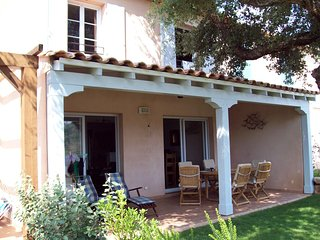 Villa Azur - Provençal style villa located in a gated domain with Sea views.
