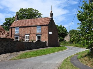FARM COTTAGE HOLIDAY LET EAST YORKSHIRE COAST SLEEPS 6 5 4 FISHING