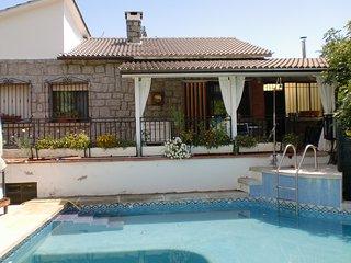 chalet completo con piscina y jardin
