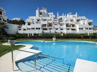 1916 - 2 bed apartment, Golf Hills, Estepona