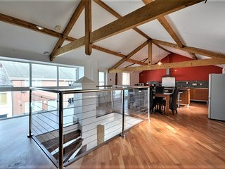 The Loft, unique & modern home in the heart of town