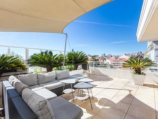 Fantastic Bristol Penthouse with Balcony in Cannes
