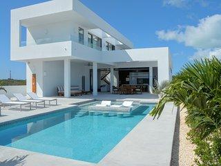 White Villa - Great Ocean View - 2 min. from beach, Long Bay Beach