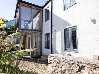 Briarsfield is a large contemporary family holiday home in Dittisham, sleeps 8