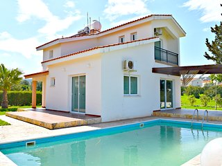 Latchi 3 Bed Villa - Stunning Sea Views - Private Pool - 5 mins to Harbour -Wifi
