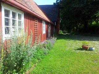 Naturskont  avskilt hus pa gammal gard i mellanskane