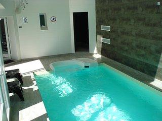 Bretagne piscine intérieure privée, sauna à 300m de la mer baby-foot
