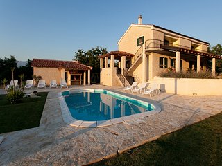 4 bedroom villa with private swimming pool for 8 person, Posedarje