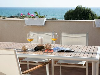 Apartment 30m by the sea, with stunning sea view terrace and shared pool.