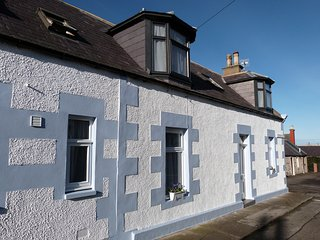 Gull Cottage. Fisher-folks cottage, close to sea. WIFI.  Pet welcome, Portknockie