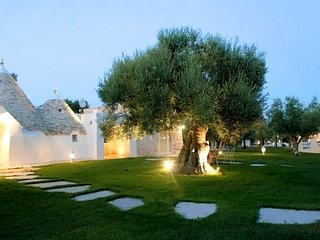 La Dimora del Poeta -Luxury Trulli typical houses with swimming pool in Apulia, Monopoli