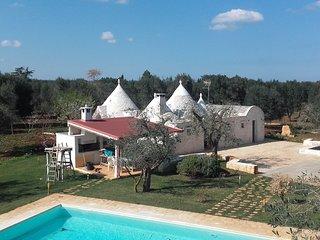 villa Emilia, bellissimo trullo con piscina