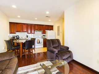 Spacious 3BR/2BA Center City with Dual Decks near PA Convention Center