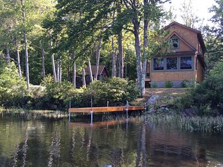 Quiet Lakeside Cottage Beautiful  Mountain Views, Waterford