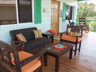 Peaceful private Beach house in small resort community - WIFI  SECURE, Playa Hermosa