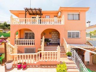 Apartamento en Vivienda Rural, a 8´de Granada. 2ª planta. Con piscina.