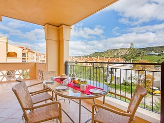 Baia da Luz Spacious 3 Bed Apartment: Beach 5 mins