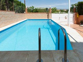 Amanece frente a Sierra Nevada.  Apartamento rural con piscina, máximo relax.