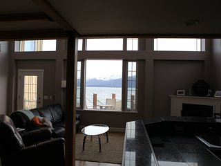 Luxury Waterfront Condo, Homer