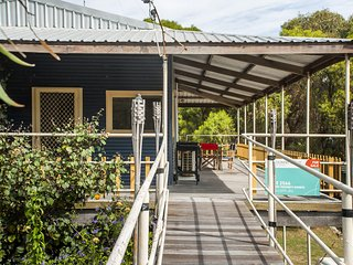 Bills Beach House - Affordable Accommodation, Guilderton