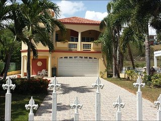 Villa Casa Maria 4100sq ft. Go to YouTube and look up villa casa maria and view., Hatillo