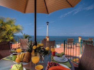 BEAUTIFUL TRADITIONAL VILLA 8BD, Puerto Vallarta