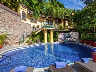 BEAUTIFUL TRADITIONAL VILLA 7BD, Puerto Vallarta