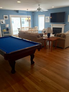 8 foot pool table with ping pong top and all accessories