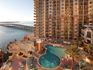 Wyndham Emerald Grande 3 Bedroom Deluxe Pool View, Destin