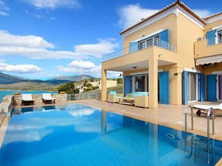 Villa Nisa: Elegant Villa with 5 Bedrooms, Private Pool and Sea View