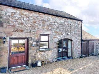 ROBIN COTTAGE, countryside views, garden, pet-friendly, WiFi, in Winkhill, Waterhouses, Ref 939705