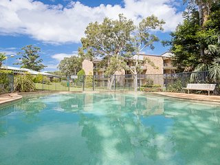 23 'Bay Parklands', 2 Gowrie Avenue - Little Beach, air con, Pool & tennis court