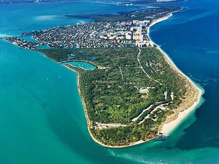 Island Beach Retreat on Key Biscayne, Cayo Vizcaíno
