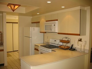 Centrally Located Spacious Single Level Condo - Rose Garden - Monthly Rental, Palm Springs