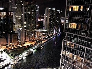 W Miami GORGEOUS Modern Condo 32nd floor!