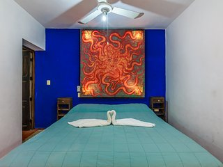 Authentic Mexican Style Villa Located in the heart of Downtown!!!, Isla Mujeres
