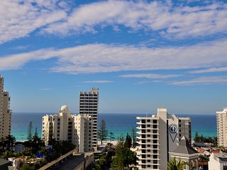 2212 Chevron Renaissance 2 Bedroom Holiday Apartment in Surfers Paradise