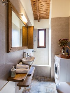 En-suite bathroom on the first floor with a washing machine