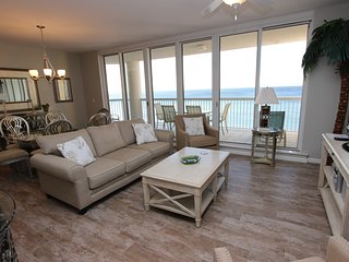 Free Seasonal Beach Service!! New flooring! Pool, tennis, and grills onsite!