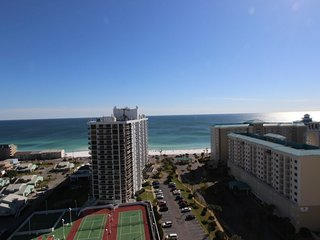 Beautiful condo with gulf views! Zero entry pool, fitness, & game room!!