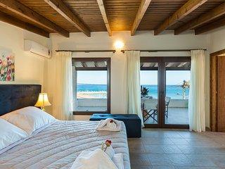 Penelope Home, Beachfront High Quality Home