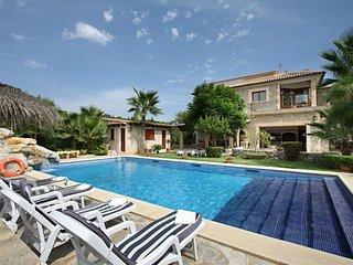 Luxury villa with large pool and spacious gardens, Sa Pobla