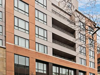 Fun condo w/full kitchen & free WiFi in the heart of Boston near public transit