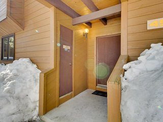 Cozy condo five miles from slopes w/fireplace & shared pool, hot tub & sauna!