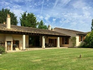 3 bedroom house with private pool near Duras