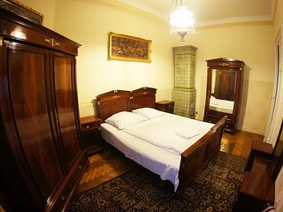 Three Bedroom Antique Style Apartment M6 ( 11 persons)