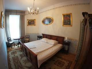 Three Bedroom Antique Style Apartment M8 ( 13 persons)