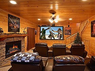 KNOCKIN' ON HEAVEN'S DOOR-Luxurious  5/4 with Theater, Hot Tub & Gorgeous Views!